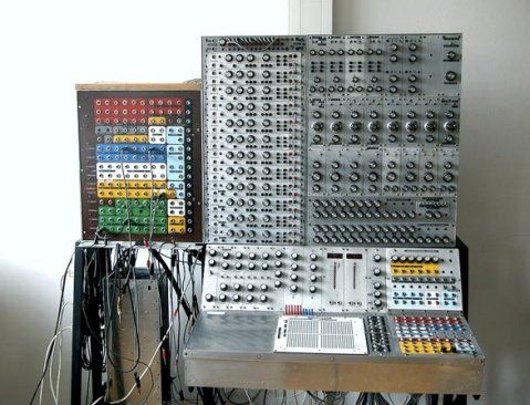 Hönig Synthesizer